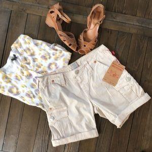 True religion NWT Jenna cropped tan cargo shorts